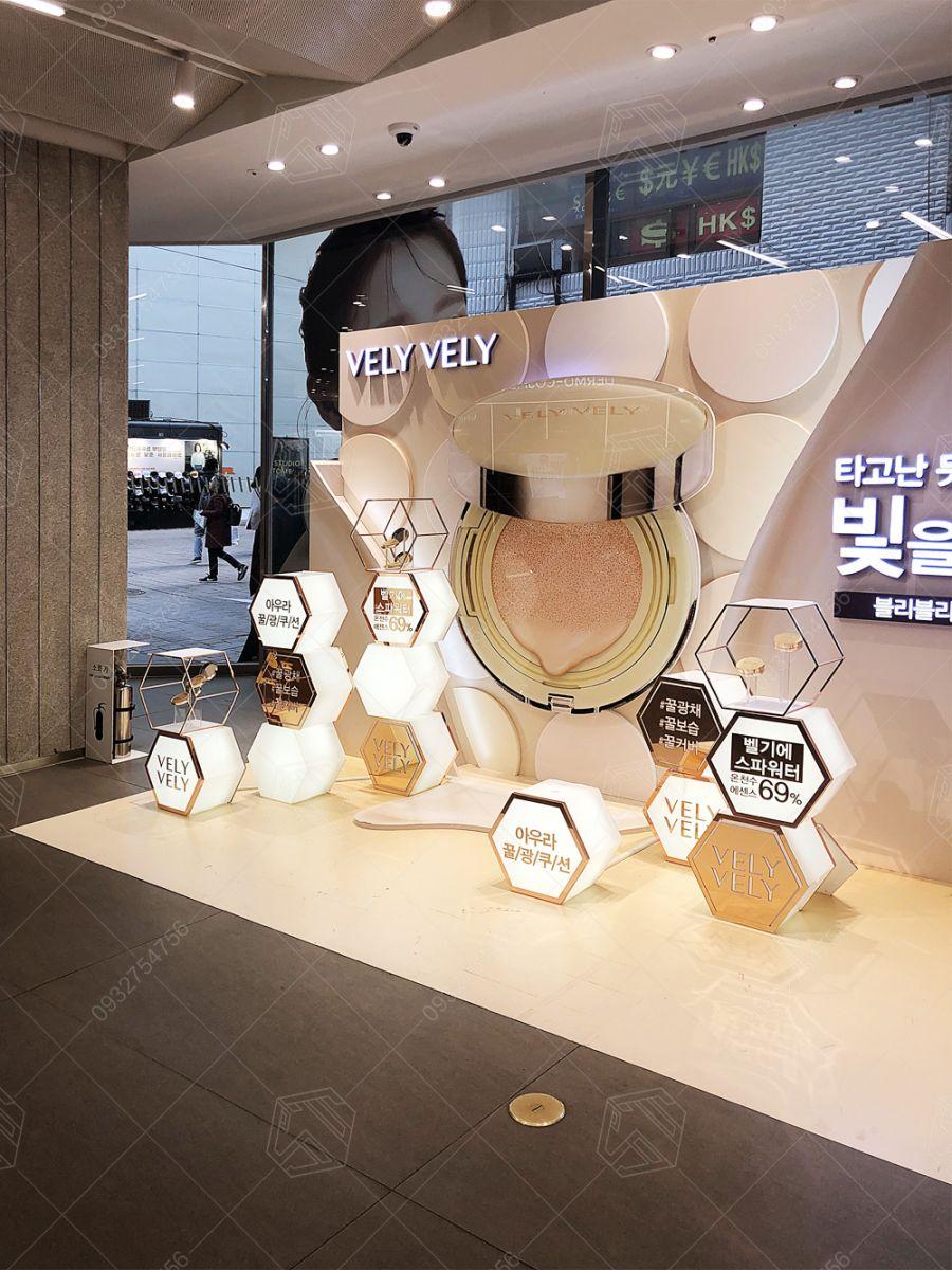 thiết kế quầy mỹ phẩm trung tâm thương mại